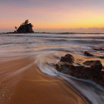 Zajímavá pláž, zajímavé moře. Nevšední pohled na zvláštní místo.